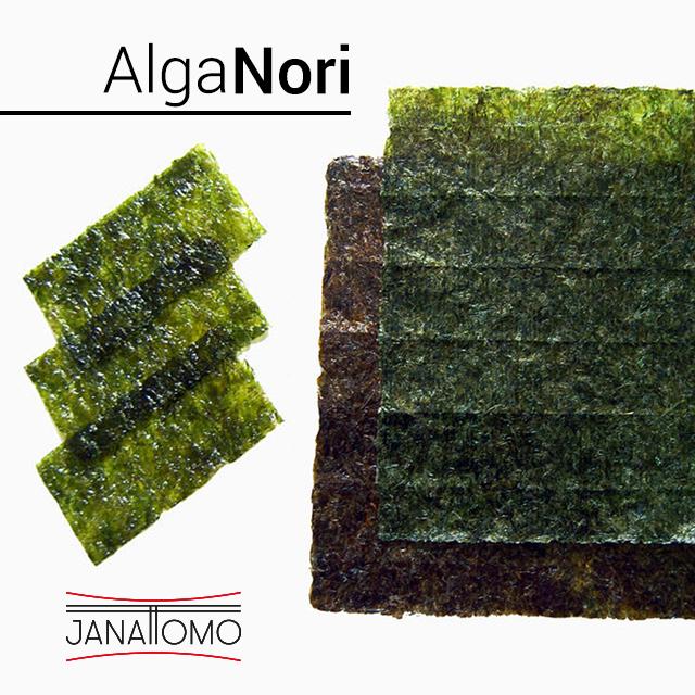 El alga Nori se suele usar para envolver o rellenar los diferentes tipos de Maki (sushi). Plato tradicional japonés.