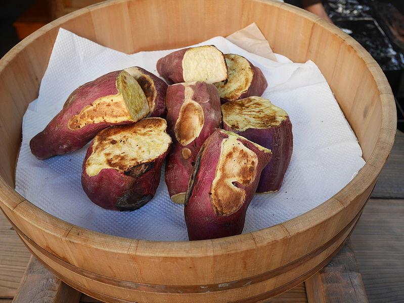 El Yakiimo es una batata asada japonesa. Un plato tradicional de invierno.