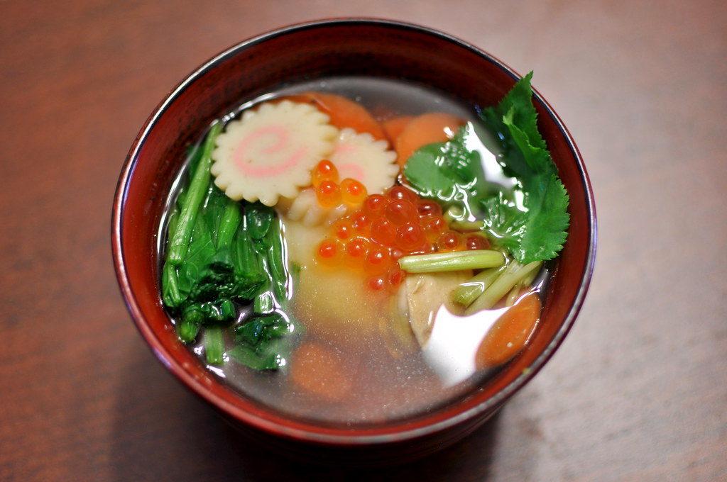 Zōni, sopa típica japonesa que se toma en Año Nuevo. Forma parte del Osechi.